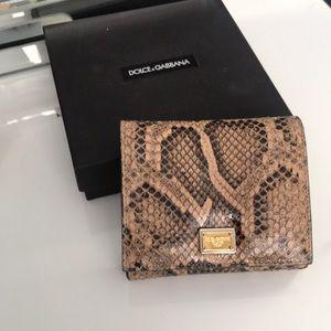 D & G wallet